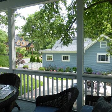 Screened Porch (overlooking Garage)