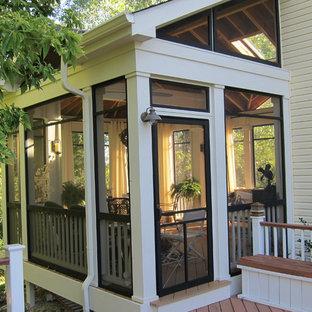 Classic screened-in porch idea in Chicago