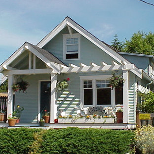 Inspiration for a craftsman porch remodel in Seattle