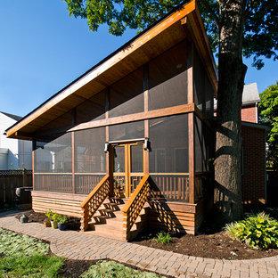 Ispirazione per un portico etnico di medie dimensioni con un portico chiuso, pedane e un tetto a sbalzo