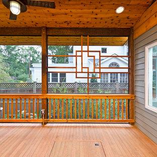 Foto di un portico etnico di medie dimensioni con un portico chiuso, pedane e un tetto a sbalzo