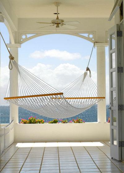 Beach Style Verandah by Springline Architects