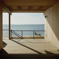 Modern Porch by Tamarkin Co.