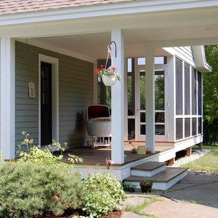 Esempio di un portico chic di medie dimensioni e nel cortile laterale con pedane, un tetto a sbalzo e un portico chiuso