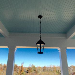 Idee per un piccolo portico tradizionale davanti casa con un tetto a sbalzo