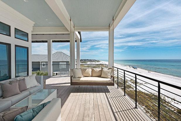 Beach Style Porch by Geoff Chick & Associates
