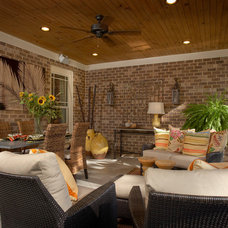 Tropical Porch by Westend Interiors