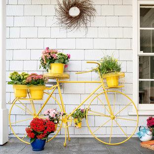 Foto di un portico boho chic di medie dimensioni e davanti casa con un giardino in vaso e pavimentazioni in pietra naturale