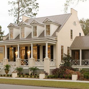 Idee per un patio o portico country davanti casa