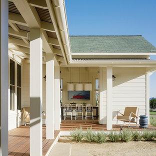 Immagine di un portico country con pedane