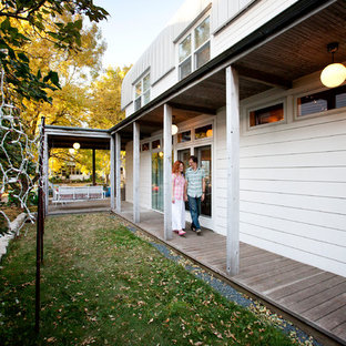 Inspiration for a contemporary porch remodel in Minneapolis