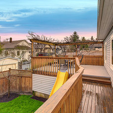 Craftsman Porch by Seattle Staged to Sell and Design LLC