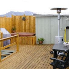 Traditional Porch by ísARK Studio