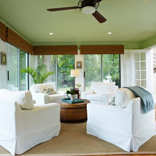 Tropical Porch by Richmond Hill Interiors, llc