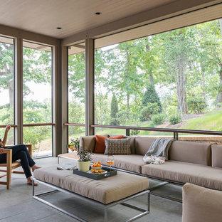 Diseño de porche cerrado minimalista, de tamaño medio, en patio lateral y anexo de casas, con adoquines de piedra natural