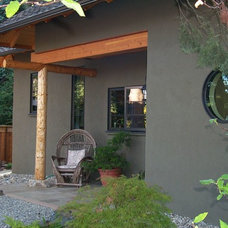 Rustic Porch by A-1 Builders and Adaptations Design Studio