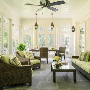 Foto de porche cerrado clásico, grande, en anexo de casas