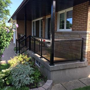 トロントのコンテンポラリースタイルのおしゃれな縁側・ポーチ (コンクリート板舗装) の写真