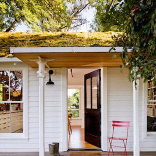 Imagen de terraza campestre en patio delantero