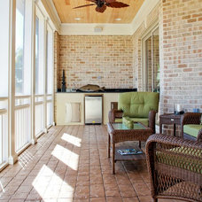 Traditional Porch by Logan Homes