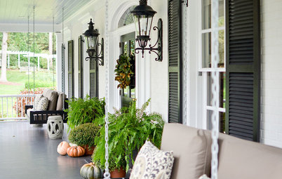 9 Porch Decorating Ideas to Use From Thanksgiving to New Year's
