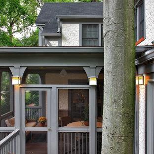 Foto di un portico tradizionale con pedane e un portico chiuso