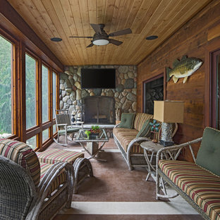 Inspiration for a rustic porch remodel in Detroit