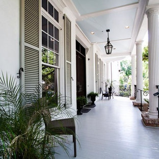 Inspiration for a timeless front porch remodel in Houston