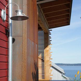 Idee per un portico bohémian con pavimentazioni in cemento e un tetto a sbalzo