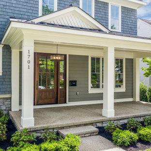 Idee per un grande portico tradizionale davanti casa con un tetto a sbalzo
