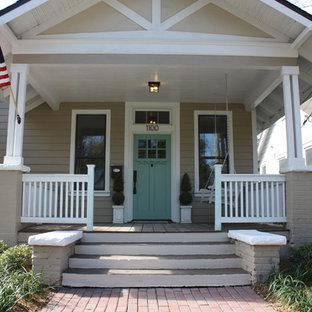 Bild på en amerikansk veranda framför huset