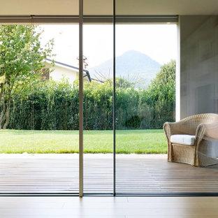 Idee per un ampio patio o portico minimalista davanti casa