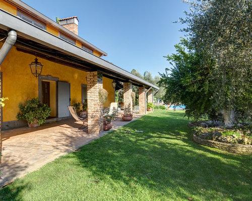 Foto e idee per arredare una casa in campagna for Come costruire un mazzo sul retro portico
