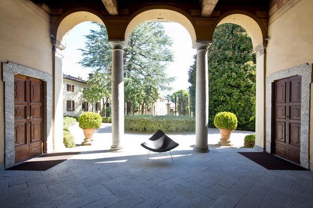 My houzz una villa del 39 700 ospita una casa galleria di for Arredare una villa
