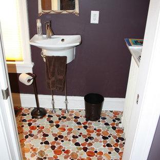 На фото: маленький туалет в викторианском стиле с фиолетовыми стенами, полом из мозаичной плитки, подвесной раковиной, разноцветным полом и белой столешницей с