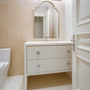 Пример оригинального дизайна: туалет среднего размера в современном стиле с врезной раковиной, плоскими фасадами, белыми фасадами, столешницей из искусственного кварца, раздельным унитазом, белой плиткой, каменной плиткой, серыми стенами и мраморным полом