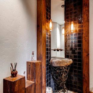 Rustikale Gästetoilette mit Sockelwaschbecken in Denver