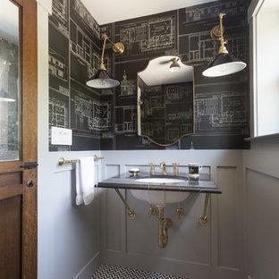 Réalisation d'un petit WC et toilettes tradition avec un plan de toilette en marbre, un mur gris, un sol en carrelage de terre cuite, un carrelage noir, un carrelage blanc, un carrelage noir et blanc et un lavabo encastré.
