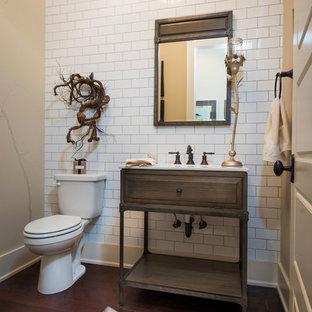 На фото: маленький туалет в классическом стиле с фасадами островного типа, темными деревянными фасадами, столешницей из гранита, белой плиткой, белыми стенами, темным паркетным полом, раздельным унитазом, плиткой кабанчик и врезной раковиной с