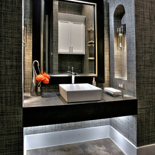 Свежая идея для дизайна: туалет среднего размера в стиле современная классика с настольной раковиной, столешницей из искусственного камня, бетонным полом и серыми стенами - отличное фото интерьера