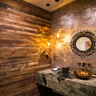 ソルトレイクシティの中サイズのラスティックスタイルのおしゃれなトイレ・洗面所 (オープンシェルフ、オニキスの洗面台、マルチカラーの洗面カウンター) の写真