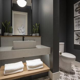 Inspiration pour un grand WC et toilettes rustique avec un placard sans porte, une vasque, un plan de toilette en quartz modifié et un plan de toilette blanc.