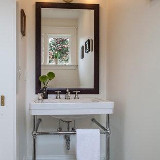 Cette photo montre un WC et toilettes craftsman.