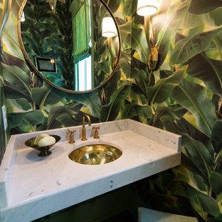アトランタの中くらいのトロピカルスタイルのおしゃれなトイレ・洗面所 (緑の壁、アンダーカウンター洗面器、大理石の洗面台、白い洗面カウンター) の写真