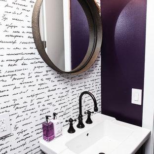 На фото: маленький туалет в стиле фьюжн с темными деревянными фасадами, фиолетовыми стенами и монолитной раковиной с