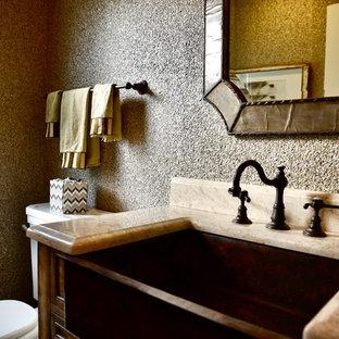 Свежая идея для дизайна: маленький туалет в стиле современная классика с фасадами с декоративным кантом, искусственно-состаренными фасадами, раздельным унитазом, желтой плиткой, разноцветными стенами, врезной раковиной, столешницей из гранита, бежевой столешницей, полом из керамогранита и разноцветным полом - отличное фото интерьера