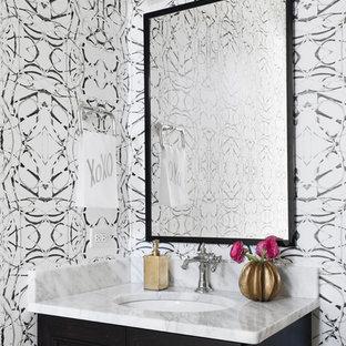 Esempio di un bagno di servizio chic con ante con riquadro incassato, ante in legno bruno, pareti multicolore, lavabo sottopiano e top multicolore
