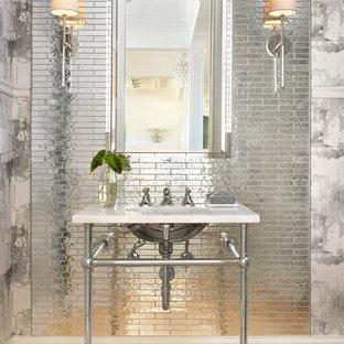Imagen de aseo tradicional renovado, de tamaño medio, con suelo de madera clara, baldosas y/o azulejos de metal, lavabo tipo consola y suelo beige
