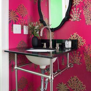 ワシントンD.C.のトラディショナルスタイルのおしゃれなトイレ・洗面所の写真