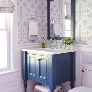 ボストンの中くらいのトランジショナルスタイルのおしゃれなトイレ・洗面所 (家具調キャビネット、青いキャビネット、分離型トイレ、マルチカラーの壁、無垢フローリング、アンダーカウンター洗面器、珪岩の洗面台、茶色い床、白い洗面カウンター) の写真